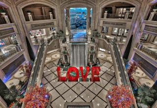 laura-kimpton-love-the-venetian-las-vegas