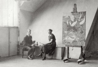 "Nils and Thora Dardel next to ""Crime passionel"" in the studio at rue Lepic, 1921"