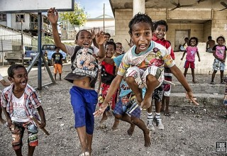Photography arouses a lot of excitement. These kids are in Port Moresby.